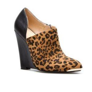 Shoedazzle Leopard wedge booties